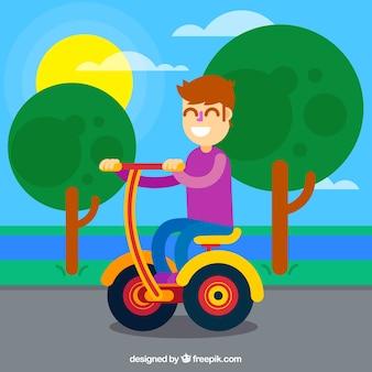 Chico montando moto eléctrico