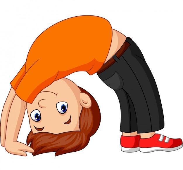 Chico practicando arco hacia arriba pose de yoga