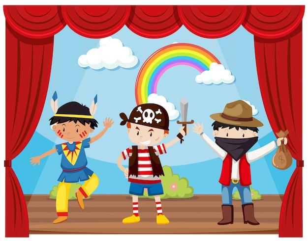 Chicos disfrazados en el escenario.