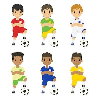 Chicos vistiendo camiseta de fútbol con conjunto de vectores de diferentes colores