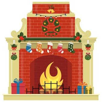 Chimenea navideña con calcetines, regalos, adornos y corona.