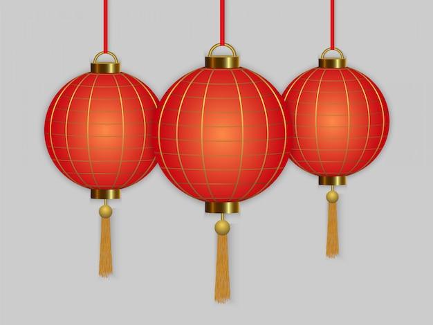 Chino colgando linternas rojas