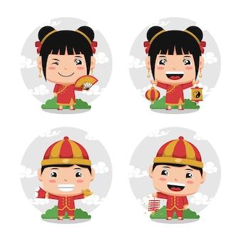 Los chinos de carácter chibi usan trajes tradicionales están celebrando el año nuevo