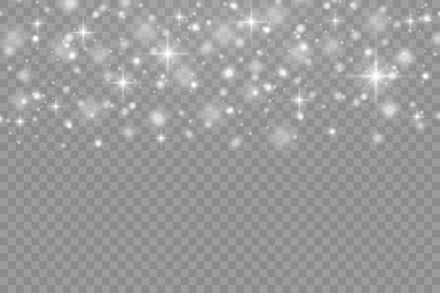Las chispas blancas y las estrellas brillan con efecto de luz especial. destellos sobre fondo transparente.