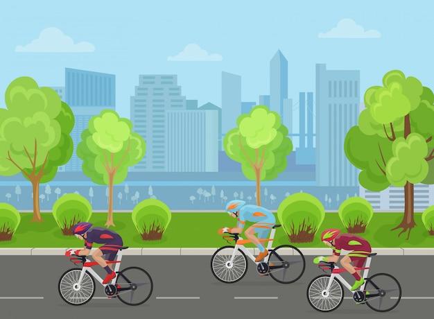 Los ciclistas compiten en la ciudad.
