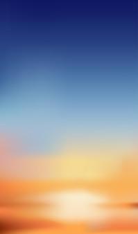 Cielo al atardecer con color naranja, amarillo y azul oscuro.
