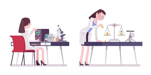 Científico femenino midiendo