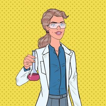 Científico de mujer de arte pop con matraz. investigadora de laboratorio. concepto de farmacología química.