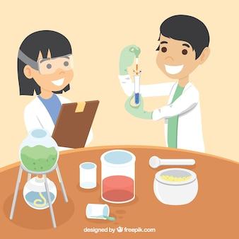 Científicos felices en un laboratorio