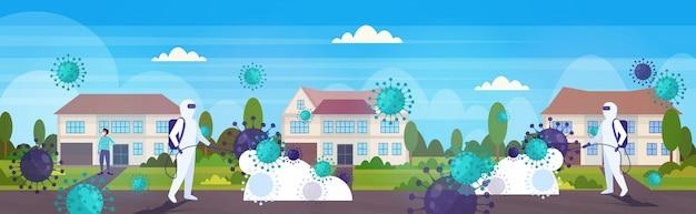 Científicos en trajes de materiales peligrosos que limpian y desinfectan las células del coronavirus epidemia virus mers-cov wuhan 2019-ncov pandemia riesgo de salud paisaje rural