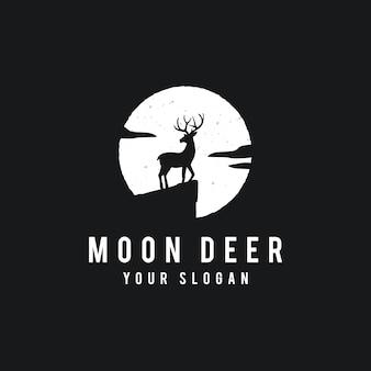Ciervos en el fondo de luna llena en estilo grunge