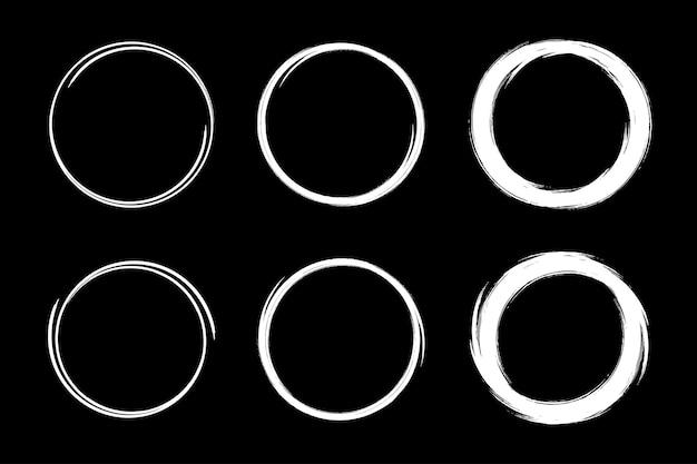 Círculos dibujados a mano conjunto de marcos de dibujo. círculo de línea de garabatos.