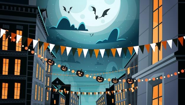 Ciudad decorada para la celebración de halloween, con calabazas, concepto de fiesta nocturna de guirnaldas