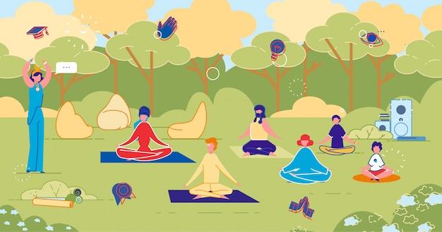 Clase de yoga al aire libre en park fitness training group.