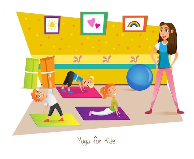 Clase de yoga para niños con instructor en la habitación.