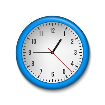 Clásico reloj de pared de oficina, hora, en sentido horario.