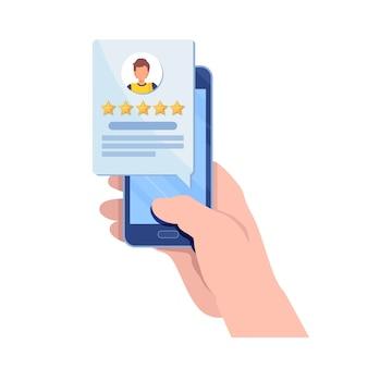 Cliente dando calificación de cinco estrellas a través de la aplicación de teléfono inteligente.
