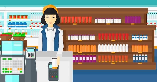 Cliente que paga con su teléfono inteligente mediante terminal.