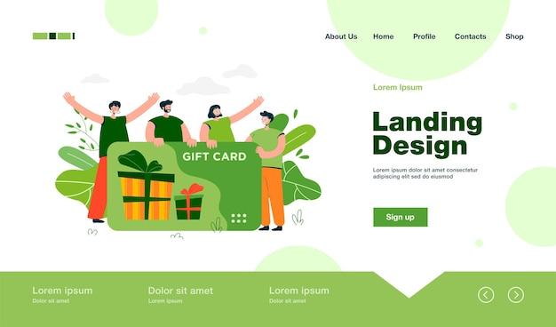 Clientes felices que obtienen una tarjeta de regalo de la tienda o la página de inicio de la tienda en estilo plano