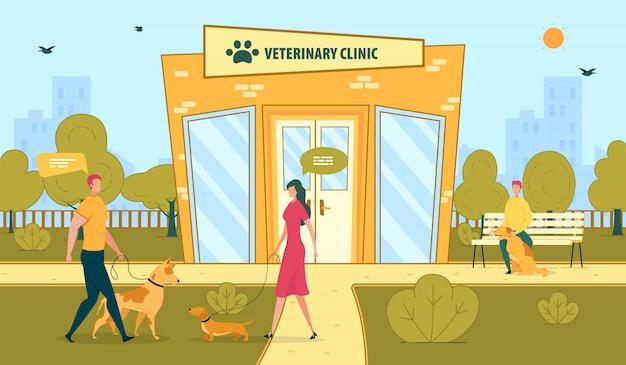 Clínica veterinaria y dueños de mascotas paseando perros.