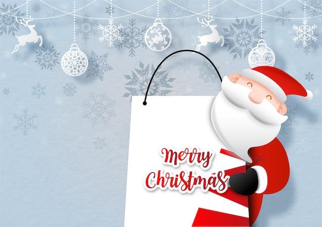 Closeup santa cruse abrazo una bolsa de compras con objetos de símbolo de vacaciones de navidad cuelgan en la silueta del patrón de copos de nieve y fondo azul. tarjeta de felicitación de navidad en diseño.
