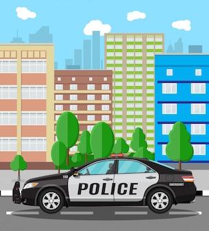 Coche de policía genérico en el fondo del paisaje urbano