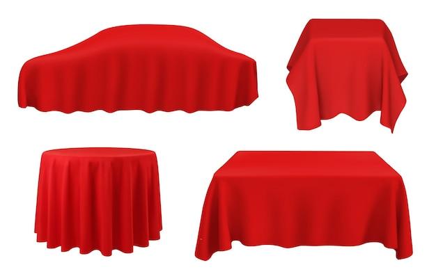 Coche bajo seda roja, manteles sobre mesas cuadradas, redondas y rectangulares