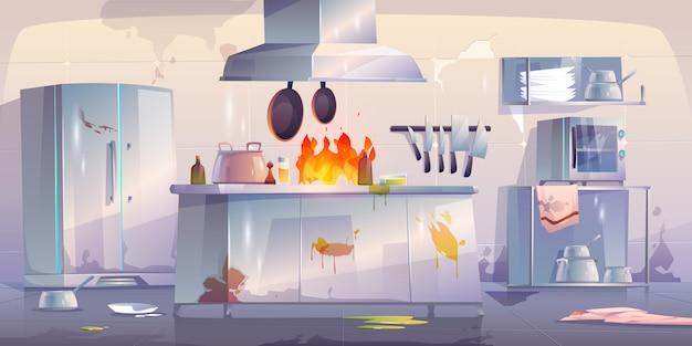 Cocina dañada en restaurante, interior con fuego