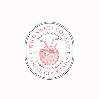 Cócteles locales resumen vector signo símbolo o logotipo plantilla mano dibujado coco mitad con bebida p ...
