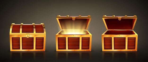 Cofre de madera con tapa abierta y cerrada