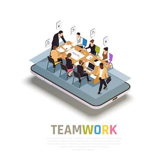 La colaboración del trabajo en equipo beneficia la composición isométrica en el teléfono inteligente con el trabajo en grupo compartiendo ideas para tomar decisiones juntos