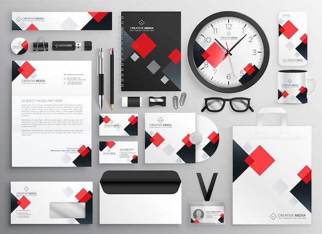 Colateral creativo de los efectos de escritorio del negocio fijado en tema rojo