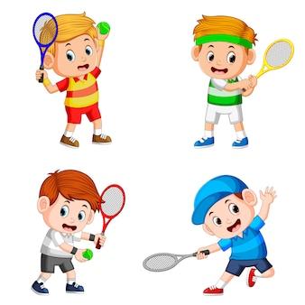 Colección de la acción del niño haciendo el campo de tenis con los buenos posando.