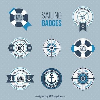 Colección de bonitas insignias marineras en diseño plano