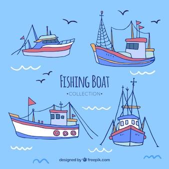 Colección de bonitos barcos pesqueros dibujados a mano