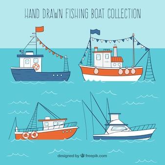 Colección de botes de pesca dibujados a mano