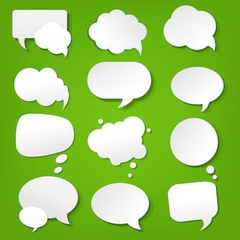 Colección burbuja discurso sobre fondo verde