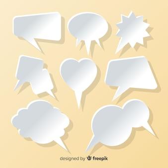 Colección de burbujas de discurso plano en fondo de papel estilo salmón