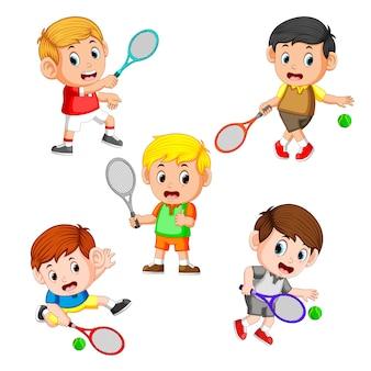 Colección del campo de tenis profesional con el derecho y las diferentes posturas.