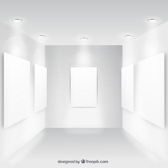 Colección de carteles en blanco en la pared