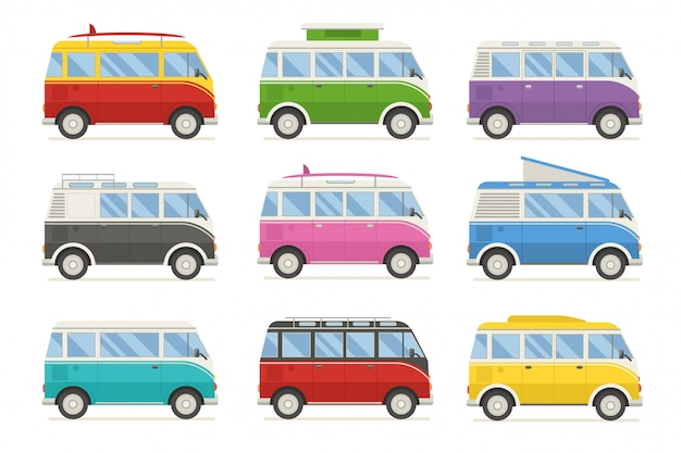 Colección colorida de autobuses de viaje. navegando en autobuses retro en diferentes colores.