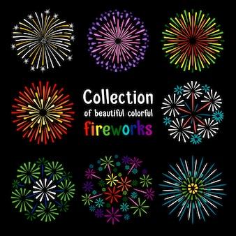 Colección colorida de los fuegos artificiales en fondo negro