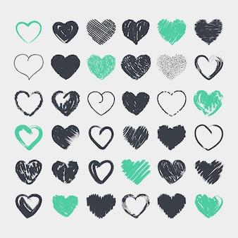 Colección de corazones lindos dibujados a mano a lápiz