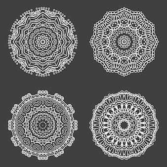 Colección de cuatro diseños de mandala decorativos.