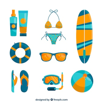 Colección de elementos de verano con ropa en estilo plano