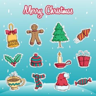 Colección de decoración de navidad con estilo doodle color sobre fondo de nieve