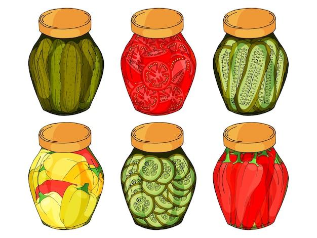 Colección de diferentes frascos de vidrio con pimientos, pepinos, tomates caseros.