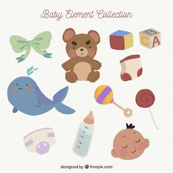 Colección de elementos de bebé con juguetes y ropa