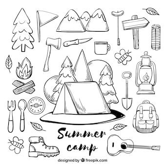 Colección de elementos de campamento de verano dibujados a mano