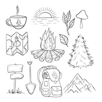Colección de elementos de camping y viajes con estilo dibujado a mano.